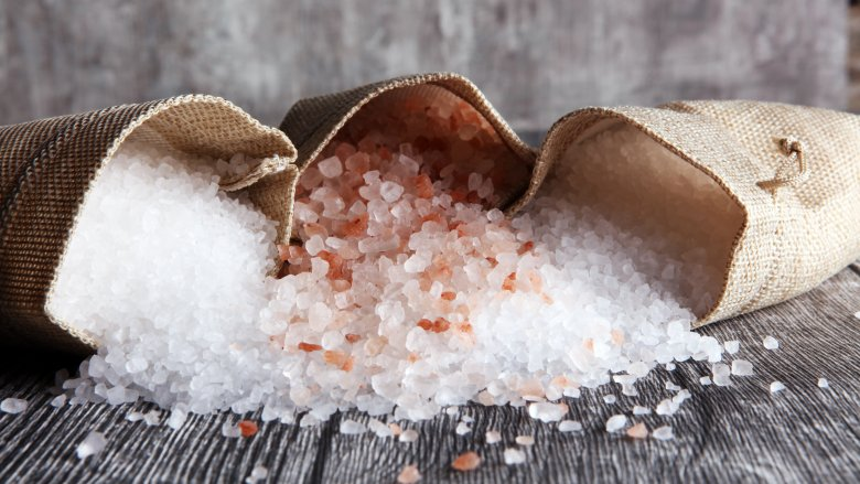 نحوه نگهداری سنگ نمک